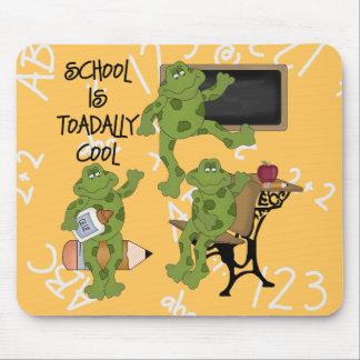La escuela es Toadally fresco Tapetes De Ratón