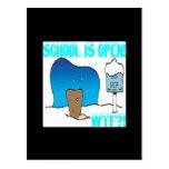 La escuela está abierta postal