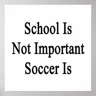 La escuela no es fútbol importante es póster
