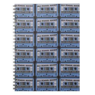 La escuela vieja oscila las cintas de casete libros de apuntes