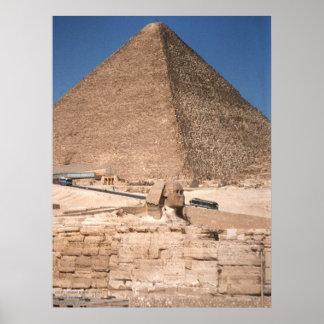 La esfinge y la gran pirámide en Giza Póster