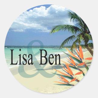 La esmeralda riega la playa tropical pegatina redonda