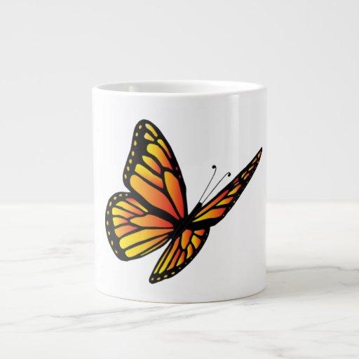 La especialidad de la mariposa de monarca asalta ( taza grande