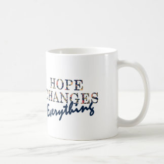 La esperanza cambia todo taza básica blanca
