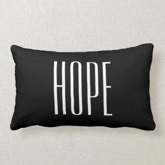 La esperanza cita negro elegante y blanco almohadas