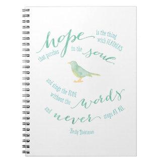 La esperanza es la cosa con cita de las plumas spiral notebook