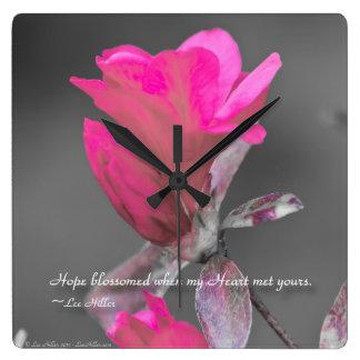 La esperanza floreció cuando mi corazón… reloj cuadrado