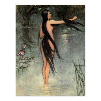 La esposa calva emerge del agua tarjetas postales