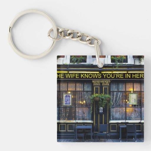 La esposa conoce el Pub Llavero Cuadrado Acrílico A Una Cara