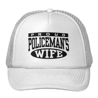 La esposa del policía gorras