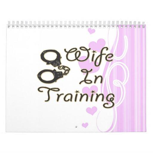 la esposa divertida en el entrenamiento esposa la  calendario
