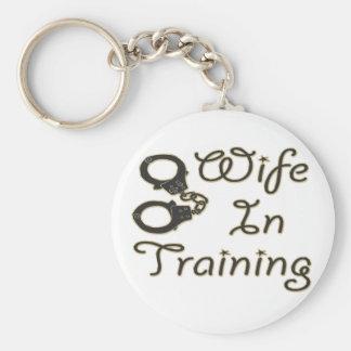 la esposa divertida en el entrenamiento esposa la  llaveros personalizados