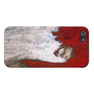 La espuma blanca detiene al río de lava roja iPhone 5 coberturas