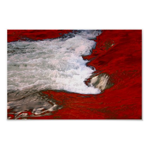 La espuma blanca detiene al río de lava roja poster