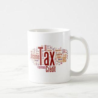 La estación del impuesto está aquí taza de café