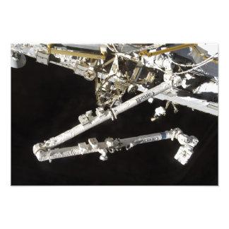 La estación espacial Canadiense-construida Cojinete