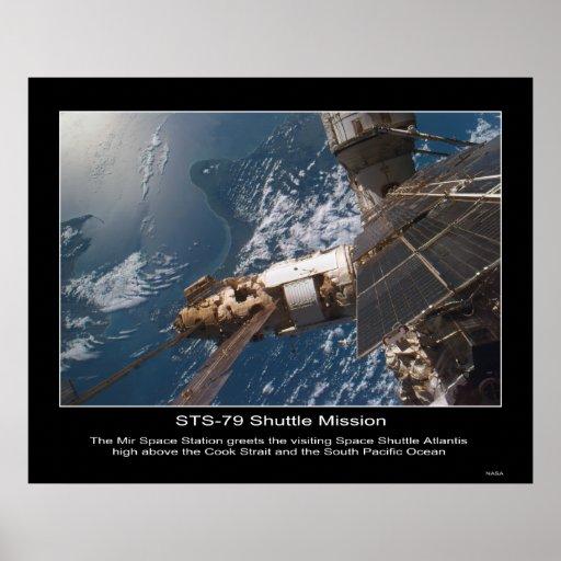 La estación espacial del MIR saluda la lanzadera q Póster