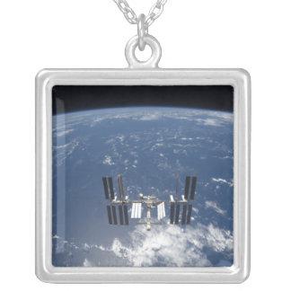 La estación espacial internacional 14 colgante cuadrado