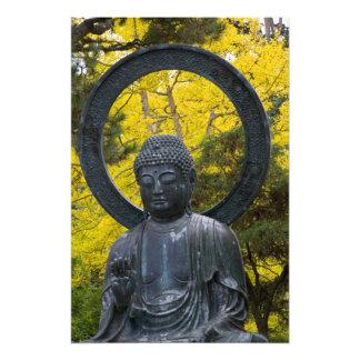 La estatua de Budda en el japonés cultiva un huert Impresion Fotografica