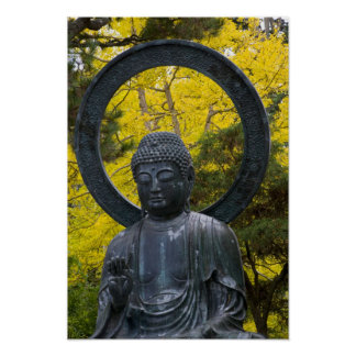 La estatua de Budda en el japonés cultiva un huert Póster