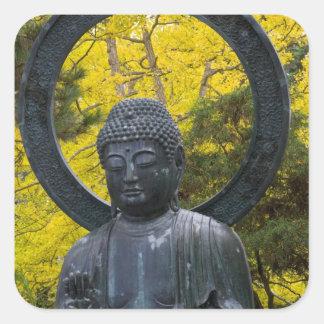 La estatua de Budda en el japonés cultiva un Pegatina Cuadrada