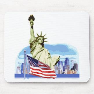 La estatua de la libertad en New York City Alfombrillas De Ratones