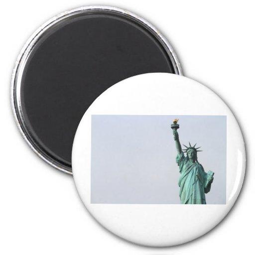 La estatua de la libertad imán redondo 5 cm