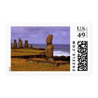 La estatua de Moai de la plataforma de Tahai Sello