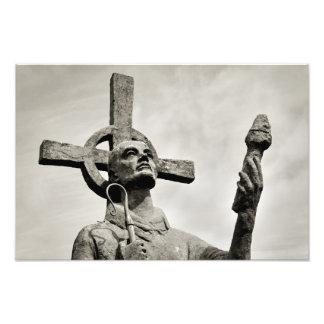 La estatua de St Cuthbert - Lindisfarne - isla san Fotografía