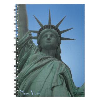 La estatua del cuaderno de Nueva York de la libert