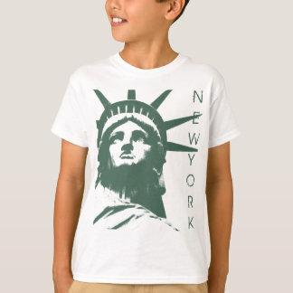 La estatua del niño de la camiseta de Nueva York