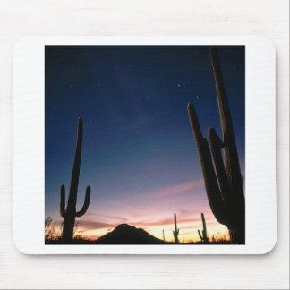 La estrella de los desiertos arrastra el Saguaro A Mousepads