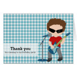 La estrella del rock le agradece tarjeta
