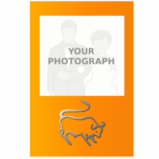 La estrella del zodiaco del tauro firma adentro la fotoescultura vertical