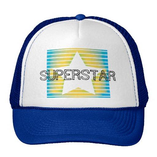 La estrella estupenda coloreada raya el gorra
