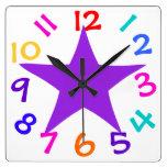 La estrella púrpura de los números coloridos embro