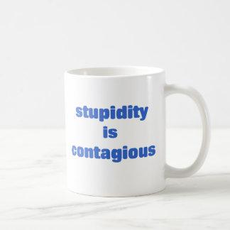 La estupidez es contagiosa taza