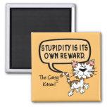 La estupidez es su propia recompensa imán para frigorifico