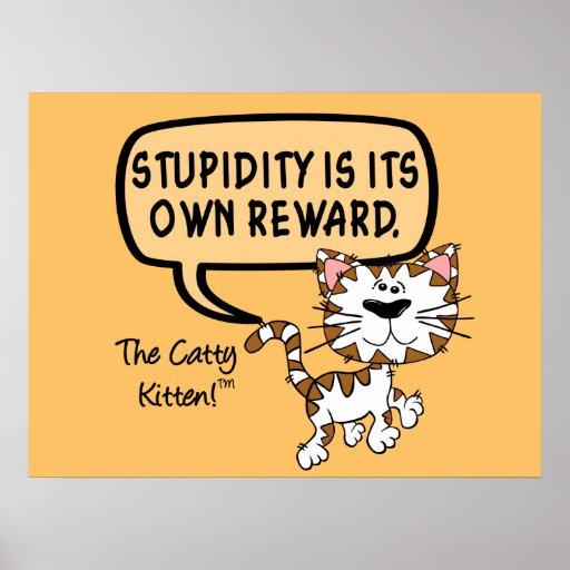 La estupidez es su propia recompensa posters