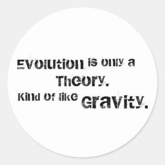 La evolución es solamente una teoría pegatina redonda