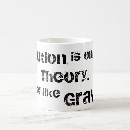 La evolución es solamente una teoría.  Un poco Taza De Café