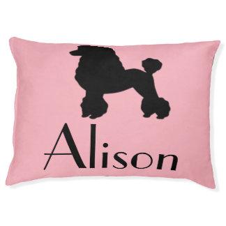 La falda rosada adaptable del caniche inspiró la cama para perro grande