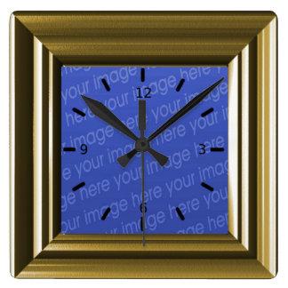 La falsa madera marrón clara añade su propia foto reloj cuadrado
