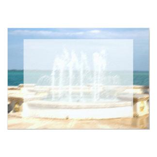 """La falta de definición coralina del agua del cielo invitación 5"""" x 7"""""""