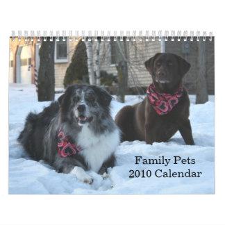 La familia acaricia el calendario 2010