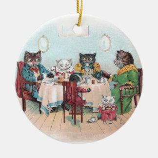 La familia de gato se sienta para desayunar adorno redondo de cerámica