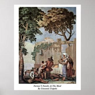 La familia de los granjeros en la comida de Juan T Poster