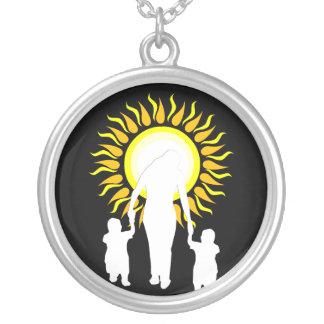 La familia es amor Sun Collares