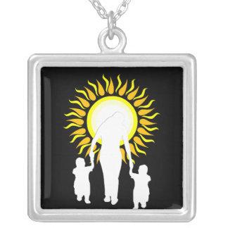 La familia es amor Sun Collar Personalizado