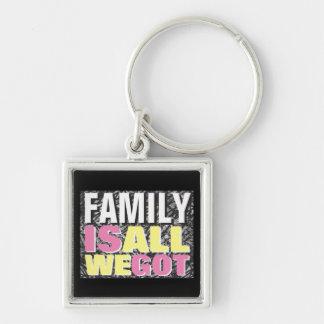 La familia es toda lo que conseguimos llavero